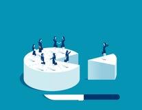 Personnes de femme d'affaires se tenant sur le gâteau Image stock