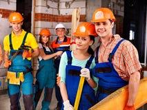 Personnes de groupe dans l'uniforme de constructeur. Photo libre de droits