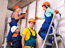 Personnes de groupe dans l'uniforme de constructeur. Images stock