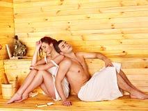 Personnes de groupe dans le chapeau au sauna. Photos stock