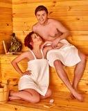 Personnes de groupe dans le chapeau au sauna Photo libre de droits