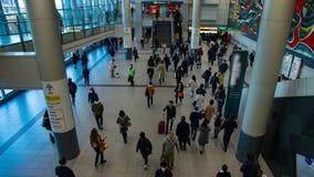 Personnes de marche à la station de Shibuya dans le timelapse de Tokyo clips vidéos