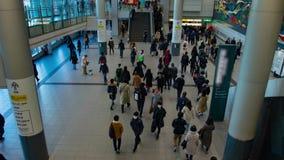 Personnes de marche ? la station de Shibuya dans la cuisson de timelapse de Tokyo clips vidéos
