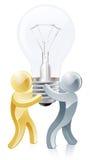 Personnes de mascotte tenant l'ampoule Photo stock