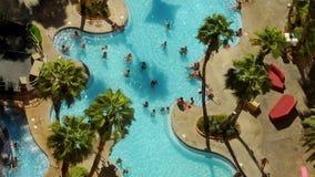 Personnes de piscine de Vegas - laps de temps banque de vidéos