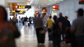 Personnes de voyageurs d'aéroport banque de vidéos