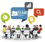 Personnes diverses faisant Team Discussion Photographie stock libre de droits