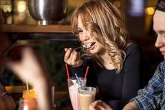 Personnes diverses Hang Out Pub Friendship Images stock