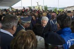 Personnes en deuil avec le Président Sergio Mattarella, Amatrice, Italie Photo libre de droits