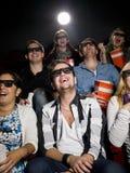 Personnes heureuses au cinéma Photos stock