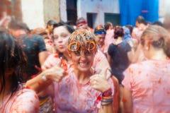 Personnes heureuses dans le festival de Tomatina de La Photographie stock libre de droits