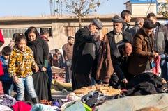 Personnes kurdes faisant des emplettes pour des vêtements en Irak Image libre de droits