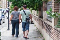 Personnes méconnaissables ayant la promenade dans la ville photographie stock libre de droits