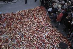 12.000 personnes marchent dans le silence pour 30 victimes mortes dans le club du feu Photo libre de droits