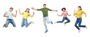 Personnes ou amis heureux sautant en air au-dessus de blanc Photos libres de droits
