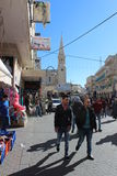 Personnes palestiniennes marchant dans la rue à Bethlehem image libre de droits