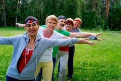 Personnes supérieures en parc Image libre de droits