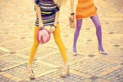 Personnes urbaines de mode, amis, extérieurs Femmes dessus Photo libre de droits
