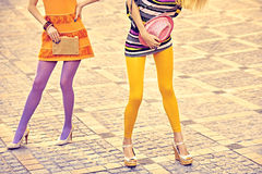 Personnes urbaines de mode, amis, extérieurs Femmes dessus Photos libres de droits