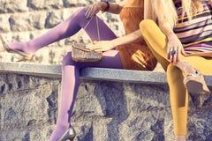 Personnes urbaines de mode, femme, extérieure lifestyle Photo libre de droits