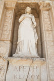 Personnification de la vertu, statue d'Arete dans la ville antique d'Ephesus photo stock