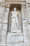 Personnification de statue de sagesse dans la ville antique d'Ephesus photo stock