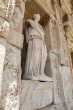 Personnification de statue de sagesse dans la ville antique d'Ephesus Photo libre de droits