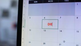 Personplanläggningen att gå på bantar och att planlagd några dagar i online-kalender på datoren arkivfilmer