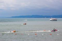 Persons iść na wodnej hulajnoga na Czarnym morzu, Batumi obrazy royalty free