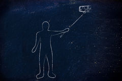Persoon die een foto met telefoon op selfiestok nemen Stock Afbeeldingen