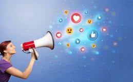 Persoon die in luidspreker met sociaal media concept spreken royalty-vrije stock foto