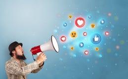 Persoon die in luidspreker met sociaal media concept spreken royalty-vrije stock afbeelding
