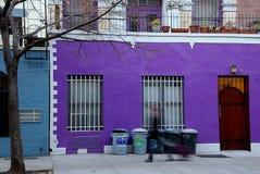 Persoon die zich door straat NYC beweegt Stock Fotografie