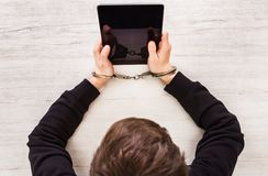 Persoon in handcuffs royalty-vrije stock fotografie