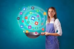 Persoon het koken toepassingen in wok royalty-vrije stock afbeeldingen