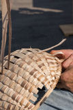 Persoon in mandenmakerij Royalty-vrije Stock Afbeeldingen