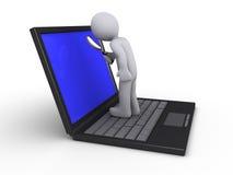 Persoon met meer magnifier op laptop Stock Fotografie