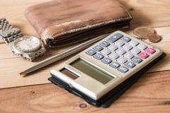 Persoonlijk financiënvoorwerp op hout stock afbeelding