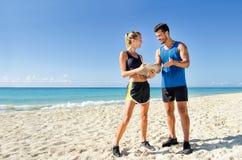Persoonlijke trainer bij het strand royalty-vrije stock foto