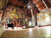 Perspectief binnen de unieke tempel van stijl noordelijke THAILAND Stock Fotografie