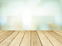 Perspectief houten en vage opslag met bokehachtergrond Stock Foto's