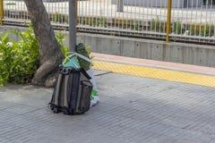 Perspectief van het station dat van de reis achter-packat-rug wordt geschoten stock foto's