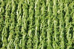 Perspectief van kunstmatige valse groene plastic grasachtergrond Stock Foto