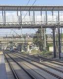 Perspectief van lege spoorlijn in Turkije wijd wordt geschoten dat stock foto