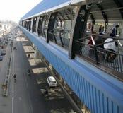 Perspectief van opgeheven metro post Royalty-vrije Stock Afbeelding