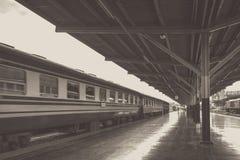 Perspectief van trein, Diesel locomotief terwijl het die bewegen zich Royalty-vrije Stock Afbeeldingen