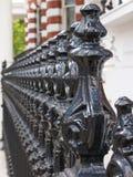 Perspectiefmening van gietijzeromheining in Londen royalty-vrije stock foto's