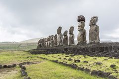 Perspectiefmening van moai 15 van Tongariki stock afbeeldingen