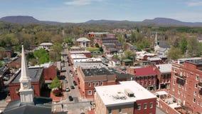 Perspectiva aérea Lexington Virginia los E.E.U.U. de los edificios históricos metrajes