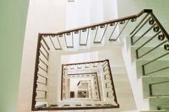 Perspectiva cuadrada de la escalera, visión desde arriba Imagen de archivo